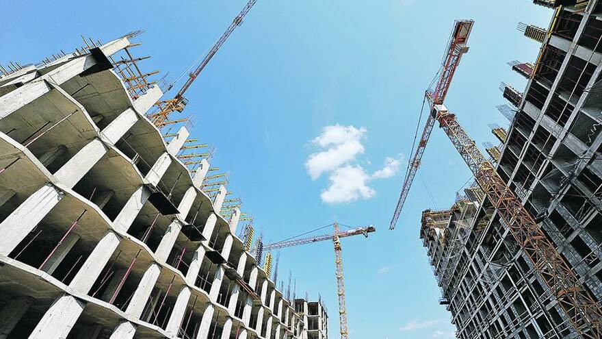 Минстрой автоматически продлит на год девелоперам разрешения на строительство