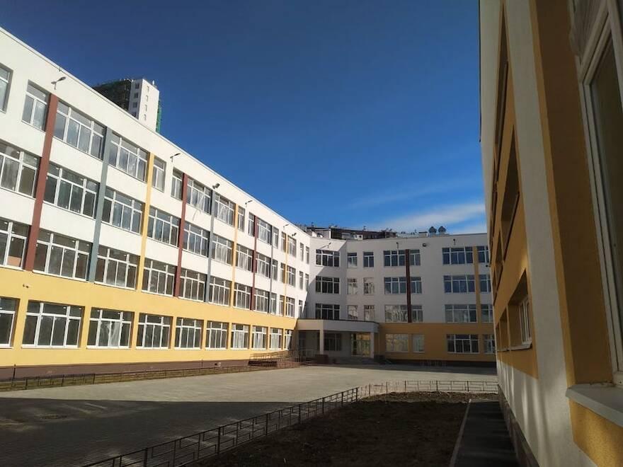 ЖК «Чистое небо» ввели в эксплуатацию школу на 1100 мест