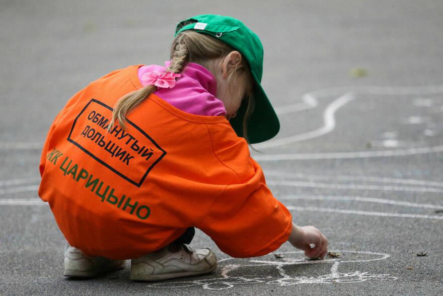 Обманутые дольщики просят у Путина денег, чтобы собрать детей в школу. Фото: Антон Новодережкин / ТАСС