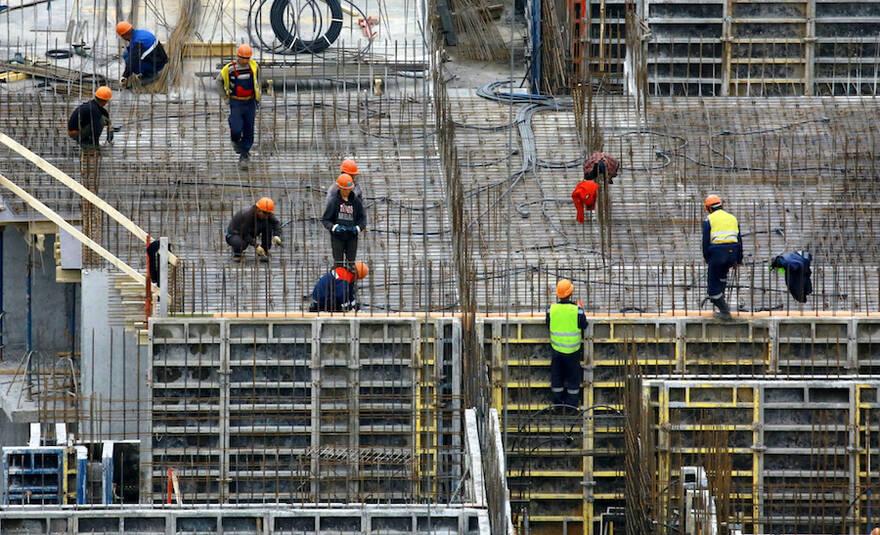 Власти Москвы пообещали достроить квартиры 3 тысячам обманутым дольщикам до конца года