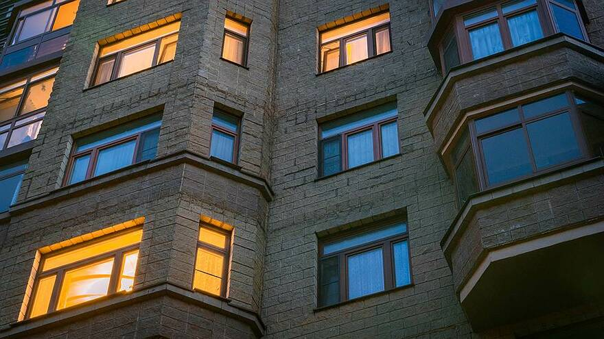 За лето московская «вторичка» взлетела в цене на 10%, петербургская так дорожать не спешит