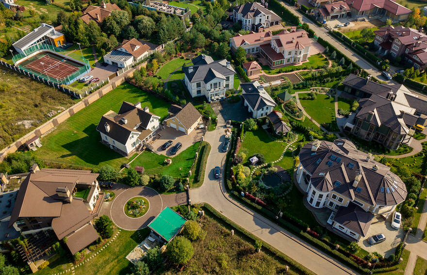 Вторая волна пандемии всколыхнет рынок загородного жилья. Эксперты прогнозируют рост цен на частные дома на 15%
