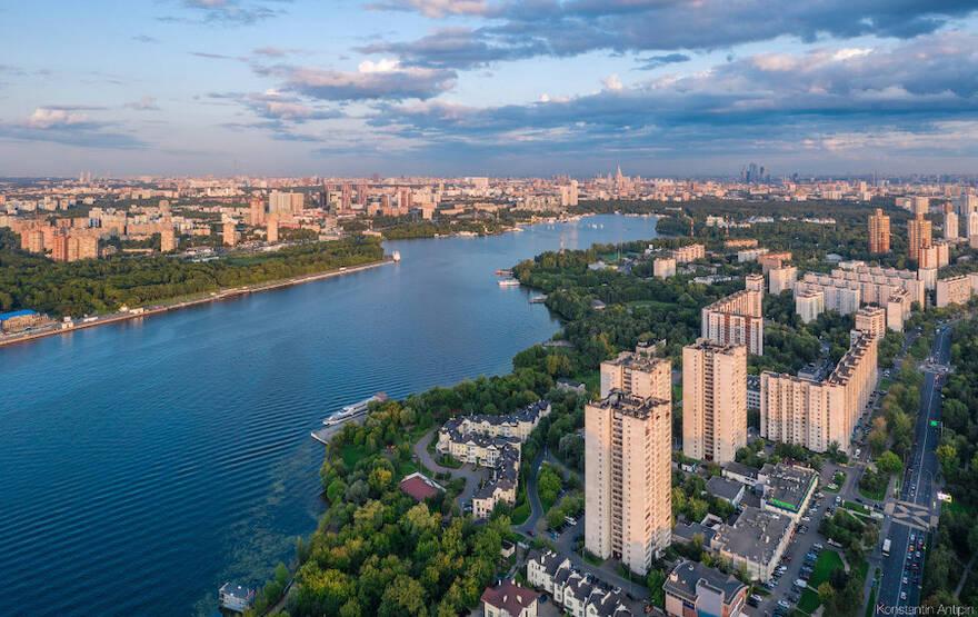 Боясь кризиса, жители двух столиц инвестируют в недвижимость. Треть покупателей жить в приобретенных квартирах не собирается