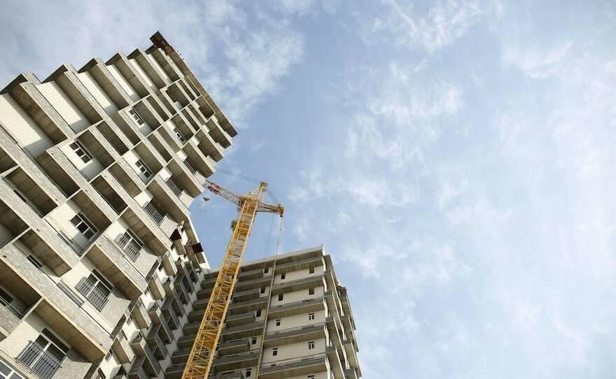 Обманутые дольщики требуют разрешить продавать им квартиры в долгостроях без уплаты налога