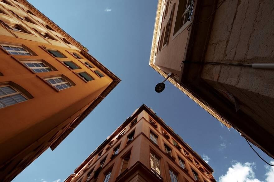 Власти накажут «черных маклеров»: половина операций со вторичными квартирами совершаются мошенниками