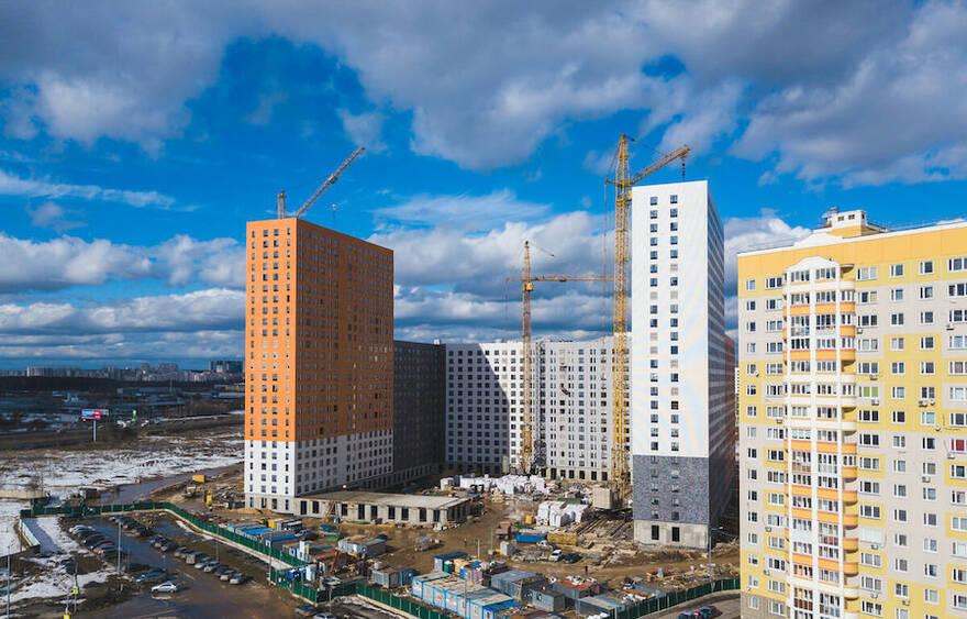 Дальнейшее снижение ключевой ставки «взвинтит» цены на жилье еще больше. Эксперты ставят под сомнение планы властей