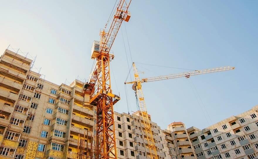 В новом году девелоперы будут строить мало и продавать дорого: эксперты прогнозируют сокращение числа новых ЖК