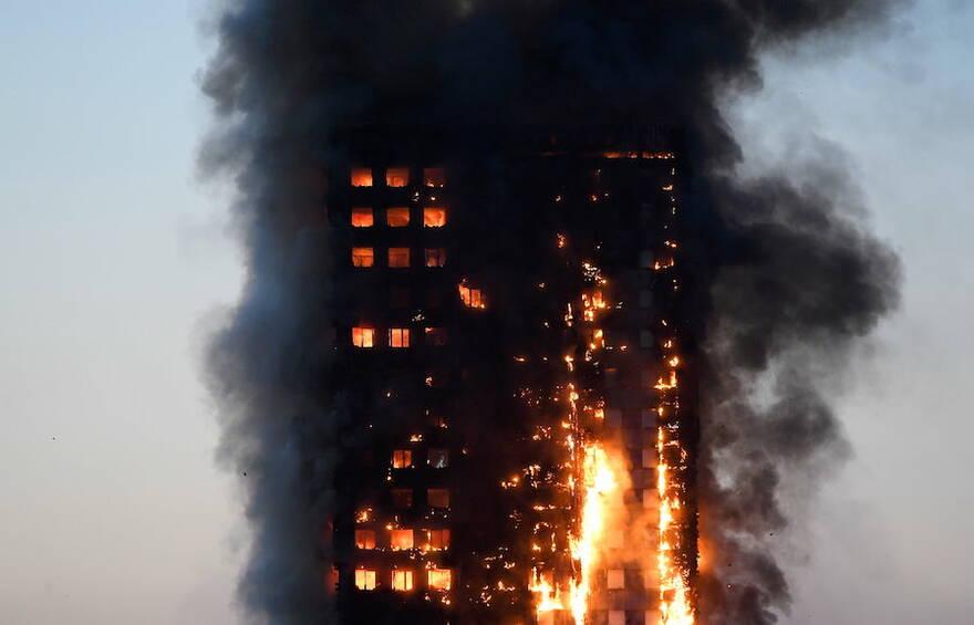Антисанкции: вместо европейских пожарных машин спасать жителей многоэтажек от пожаров Минстрой предлагает вертолётами