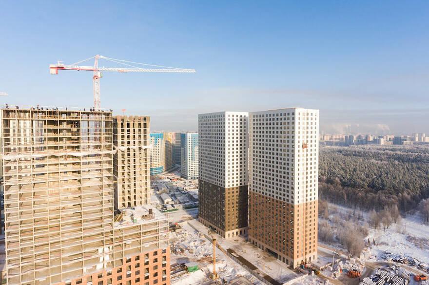 Экономика выберется из кризиса, а рынок жилья нет: рост цен на квартиры и падение доходов остановить пока невозможно