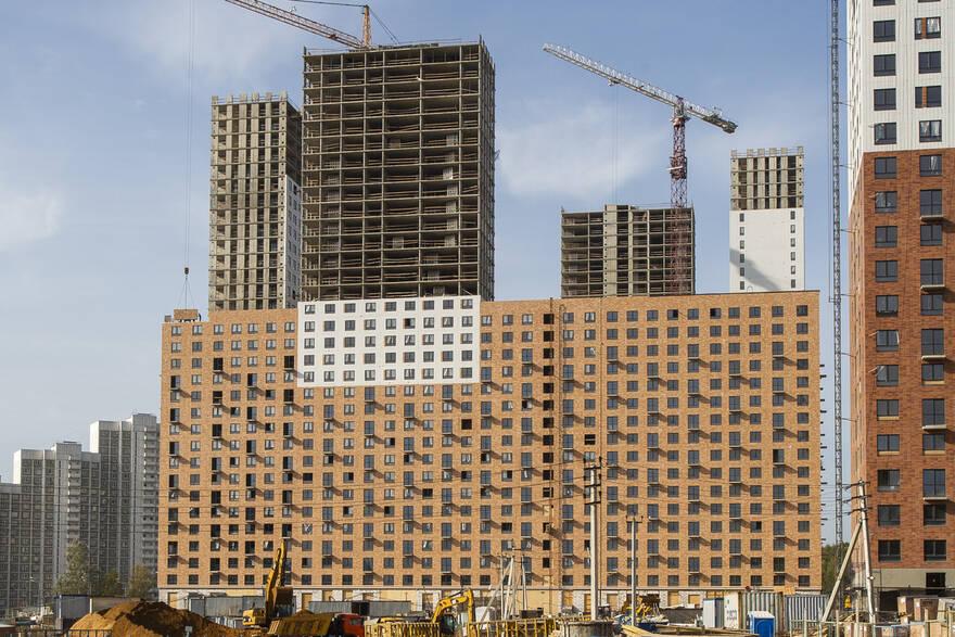 Москва показала триумфальный провал: ввод жилья в столице рухнул на треть, Петербург идет на опережение