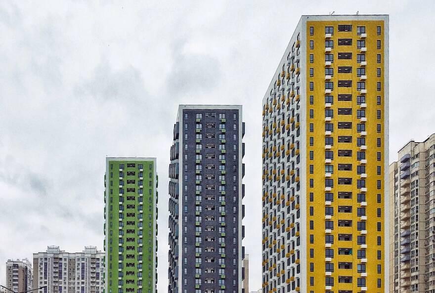 Бум на жилье в 2020-ом спровоцировал многолетний кризис: беднеющее население снова начнет покупать квартиры только через два года