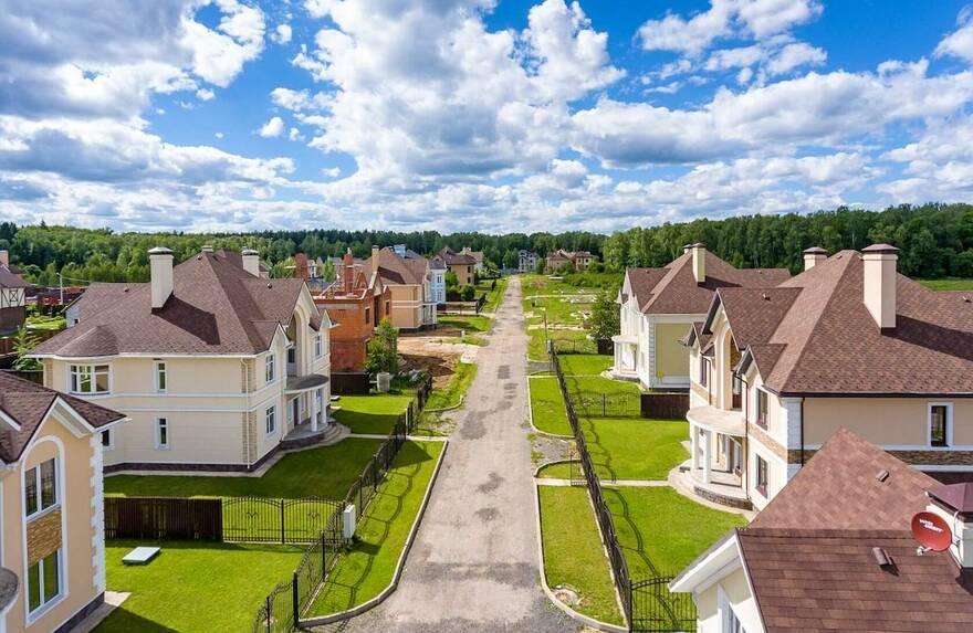 Пандемия довела рынок загородного жилья до упадка: домов и участков почти нет, цены заоблачные