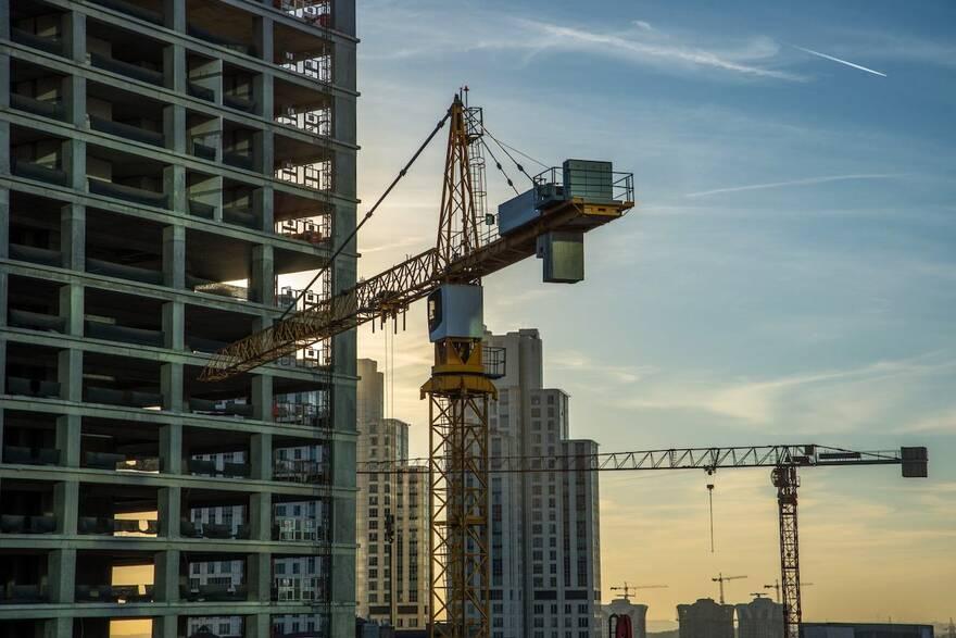 Власти пытаются остановить рост цен на жилье новым способом: эксперт рассказал, будет ли эффект от мер