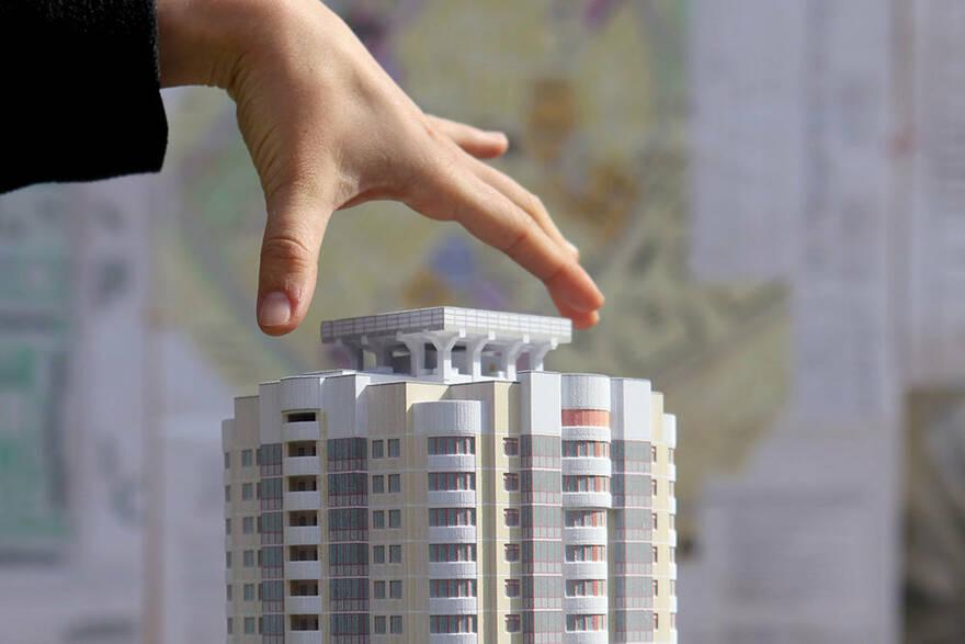 Бедность и алчность толкают россиян на рискованные поступки: спрос на квартиры с торгов вырос в Москве на 33%, а в Петербурге на 50%