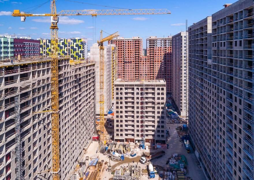 Строящееся жилье приближается по цене к готовому: как сэкономить на покупке жилья в новостройке и где искать лучшие квартиры