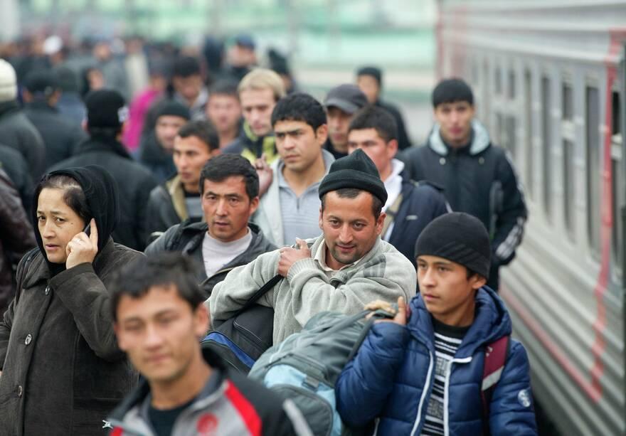 Минстрой хочет завозить чартерными поездами тысячи мигрантов