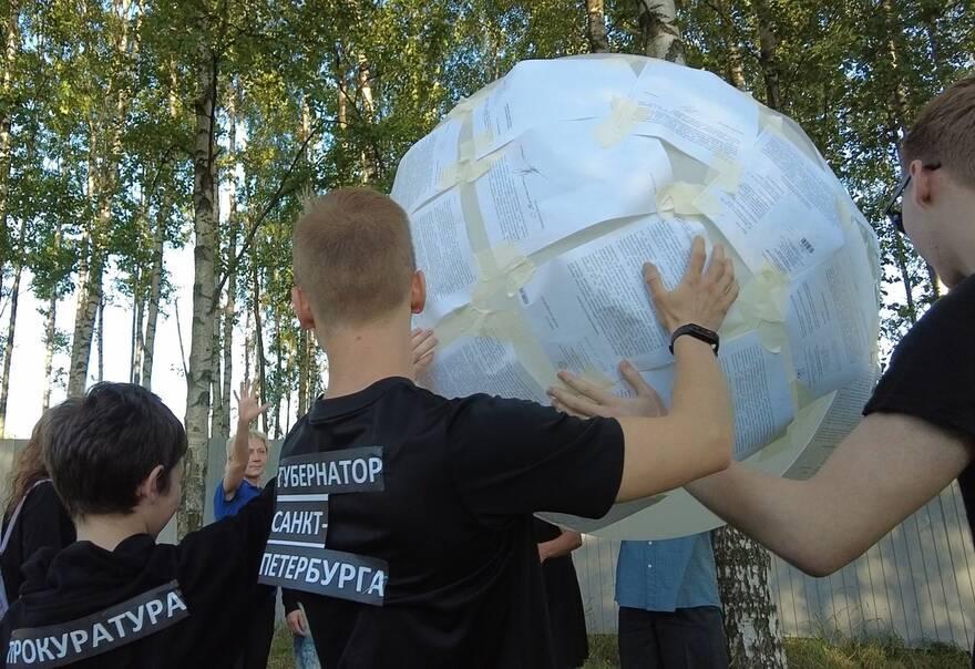 Защитники Муринского парка сыграли в волейбол мячом из отписок чиновников