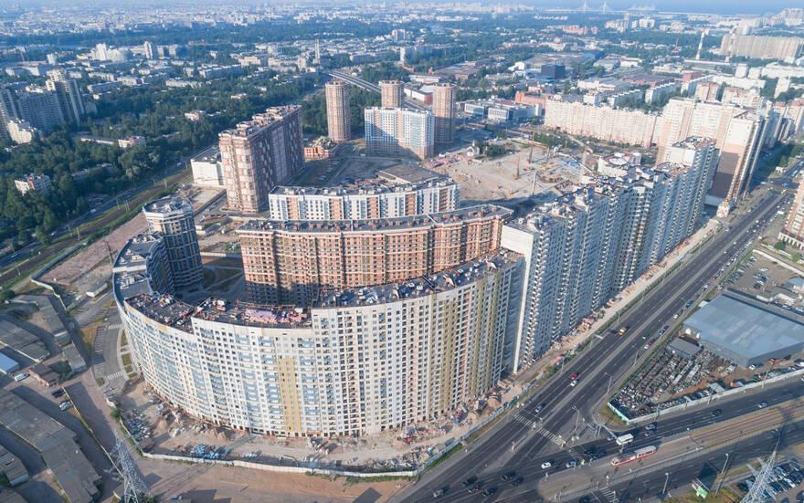 Крупнейший новый квартал у «Пионерской» разрастается: сданы две новостройки