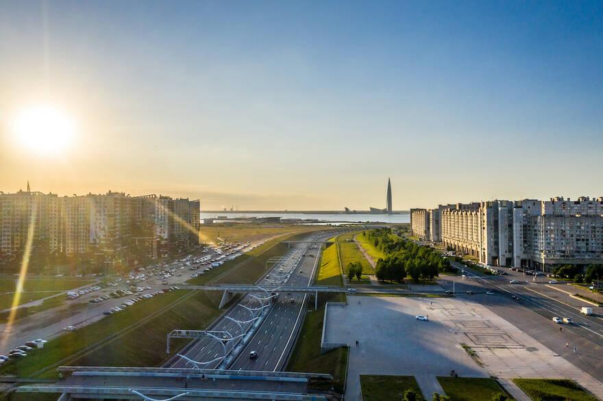 Власти Петербурга планируют за три года устранить дефицит школ и больниц