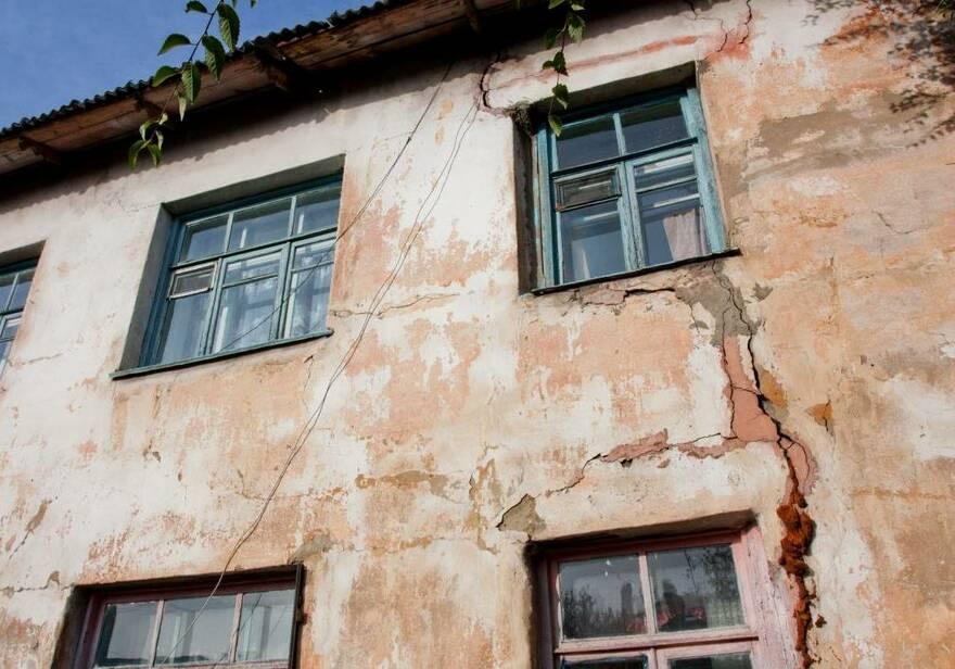Ветхие дома не успевают расселять: Путин заявил о новой программе по аварийному жилью