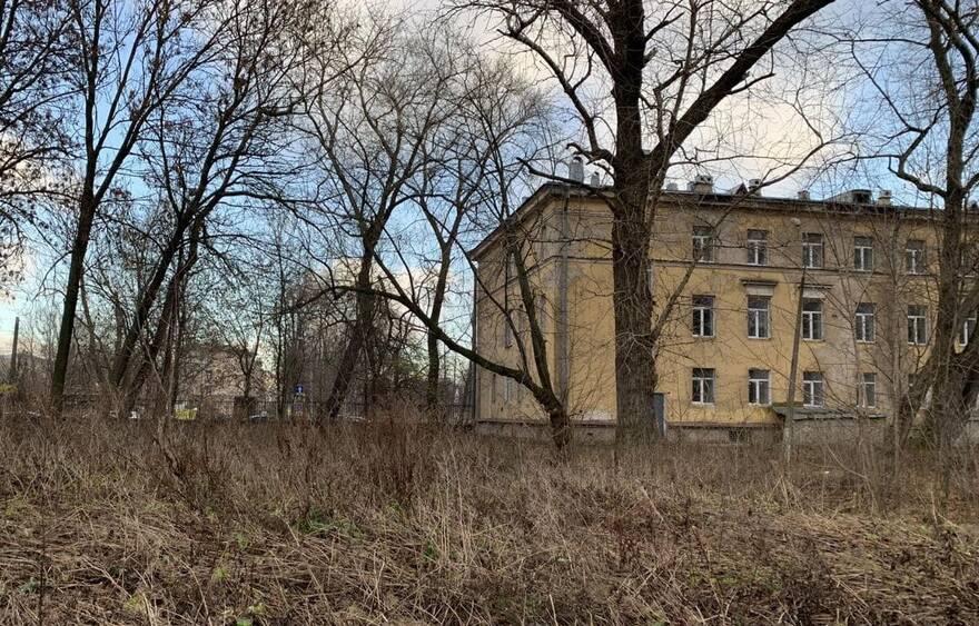 В центре Петербурга вырастет гостиница: участок рядом с берегом Невы продаётся под застройку