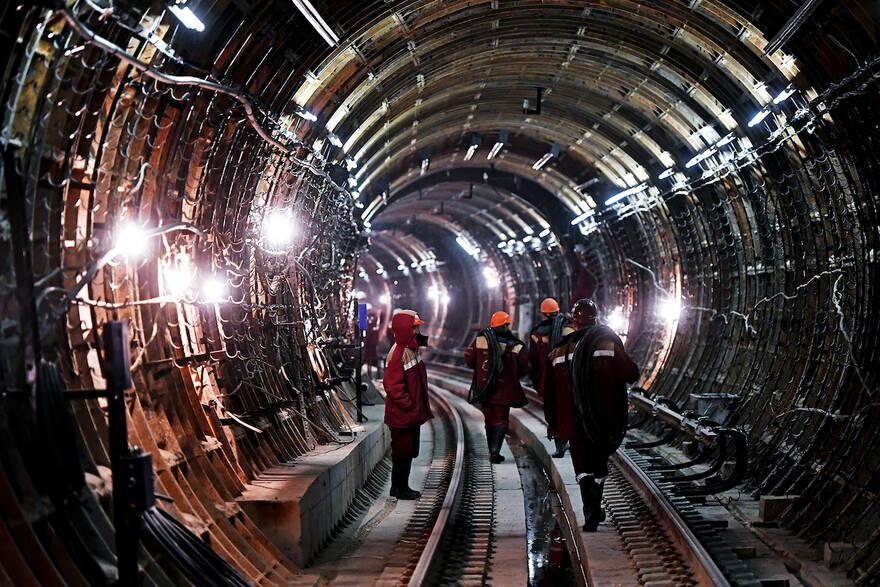 Смольный пообещал пустить больше денег в строительство метро