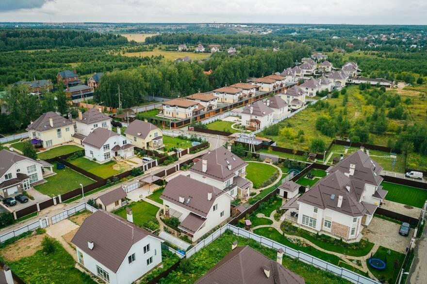 Дешевое загородное жилье стало стоить еще дешевле: экономкласс сбросил 13% от стоимости