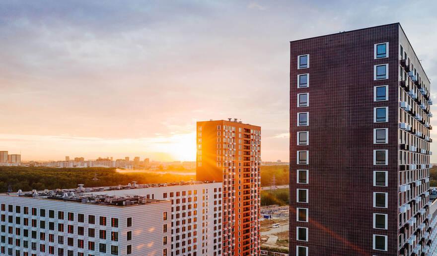 Цены на квартиры в новостройках Москвы, наконец, падают: жилье подешевело в большинстве городских округов